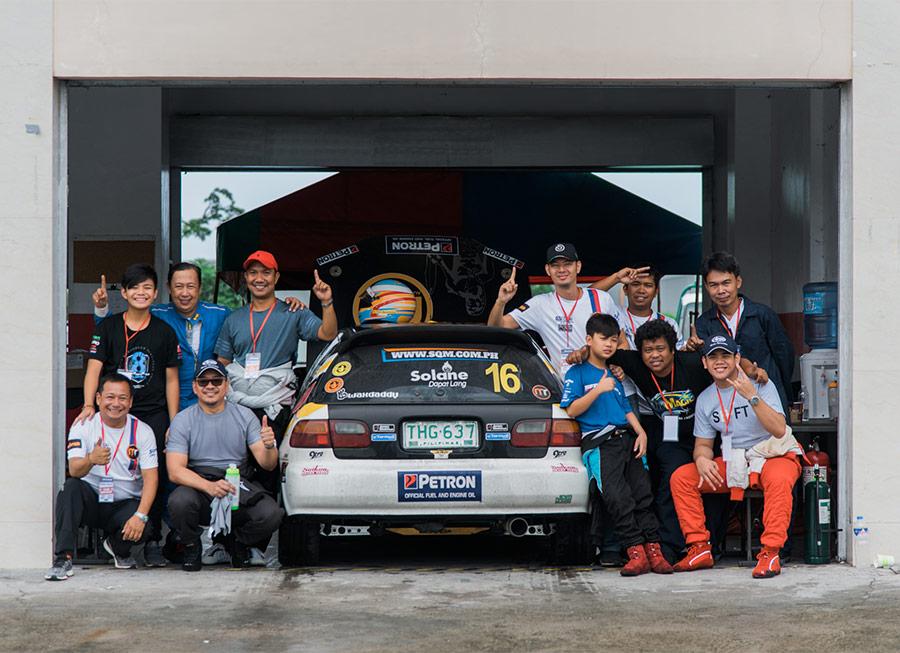 Team MRA had 2 father-son tandems take turns racing at the 4 Oras ng Pilipinas
