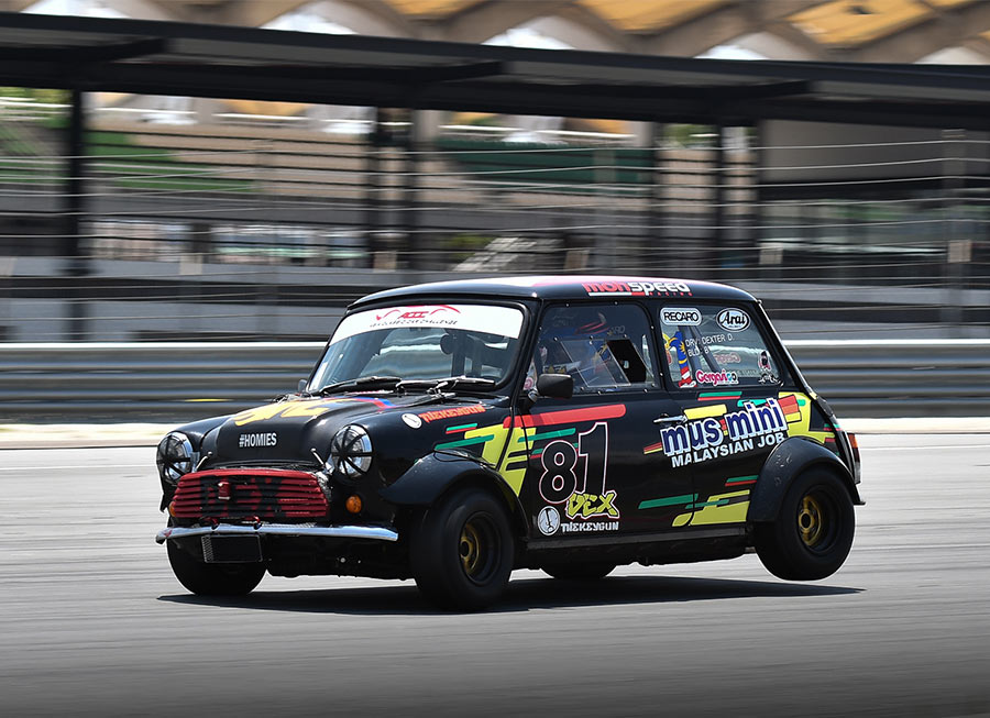 Dexter Daquigan finishes 2nd against 17 MINIs at Malaysia Championship Series