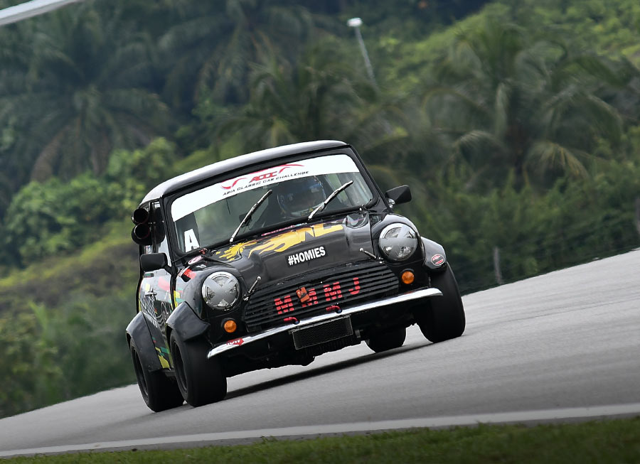 Dexter Daquigan races to his first Asia Classic Car Challenge win