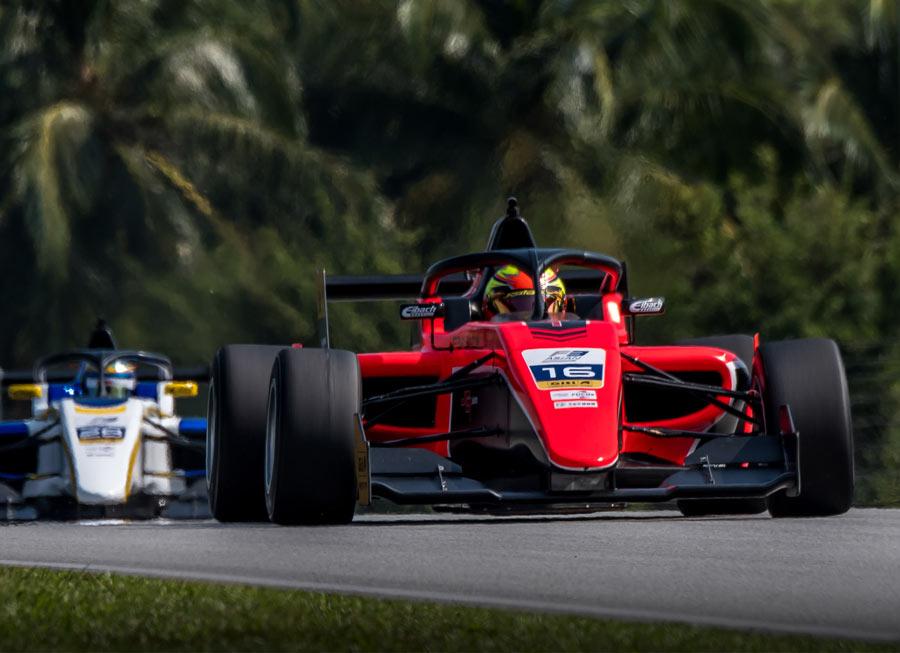 Simmons & Koyama join Pinnacle Motorsport for F3 Asian weekend at Buriram