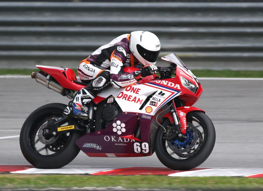 Troy Alberto marks SS600 debut with Top 10 finish on board a Honda CBR600RR