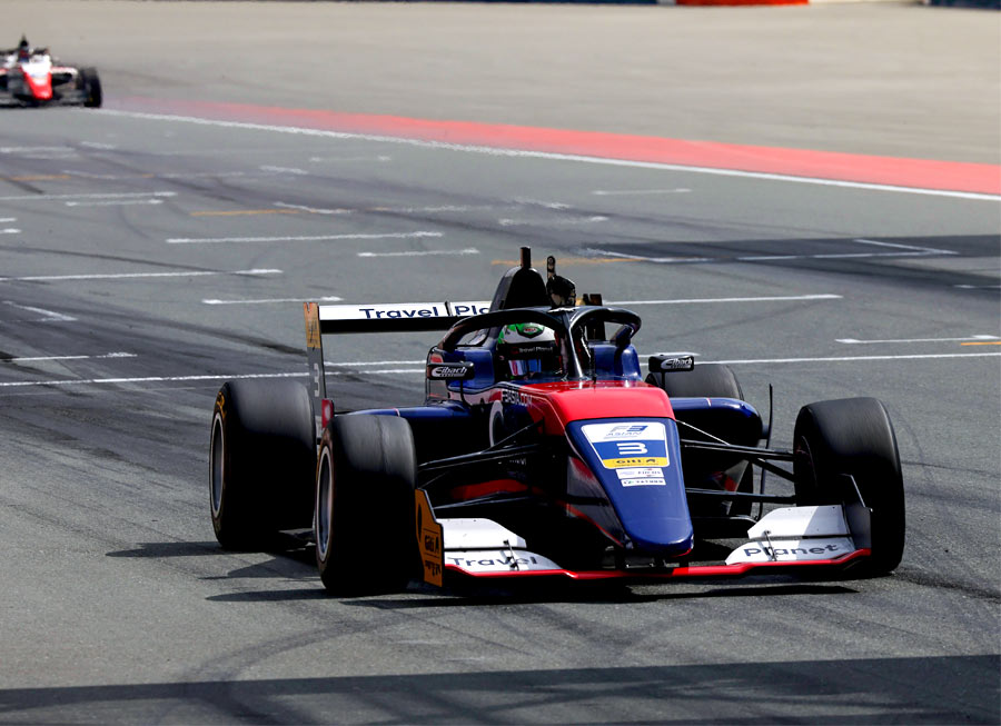 Pair of wins in Dubai extend Pinnacle Motorsport's lead in F3 Asian Championship